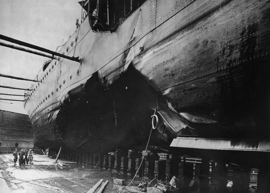 Torpedo damage to HMS Kelly
